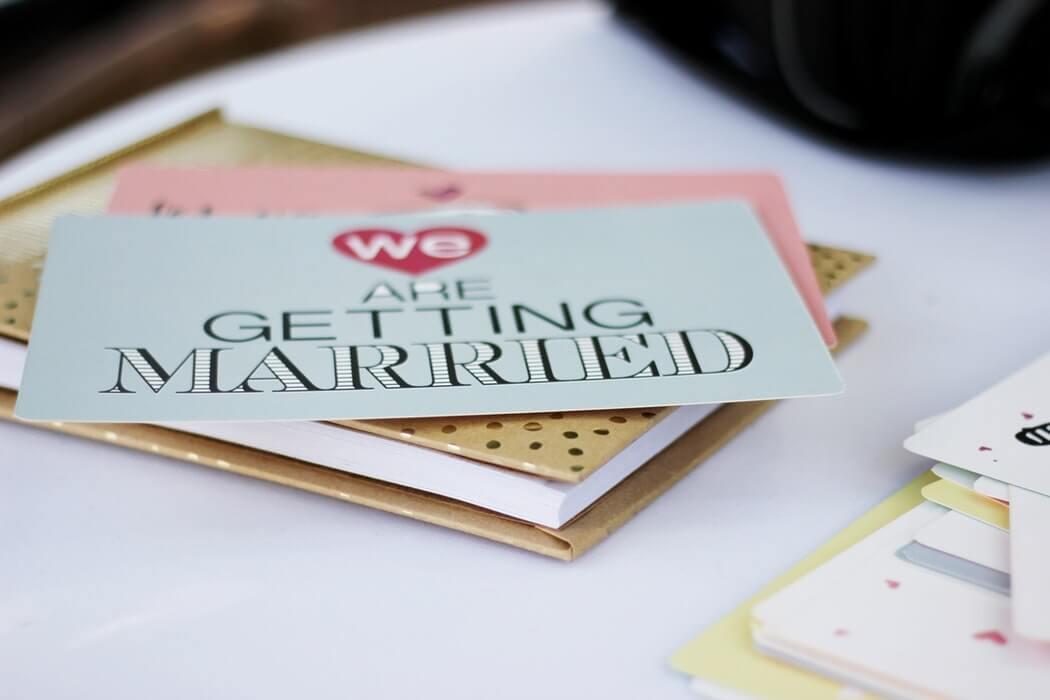Selbstgebastelte Einladungskarten zur Hochzeit