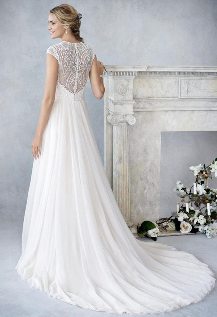 Brautkleid mit schmalem Tuellrock Rueckansicht