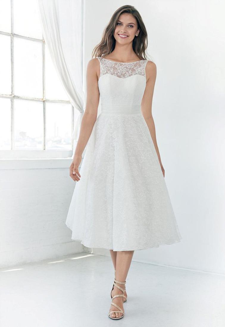 Kurzes Brautkleid mit Spitze