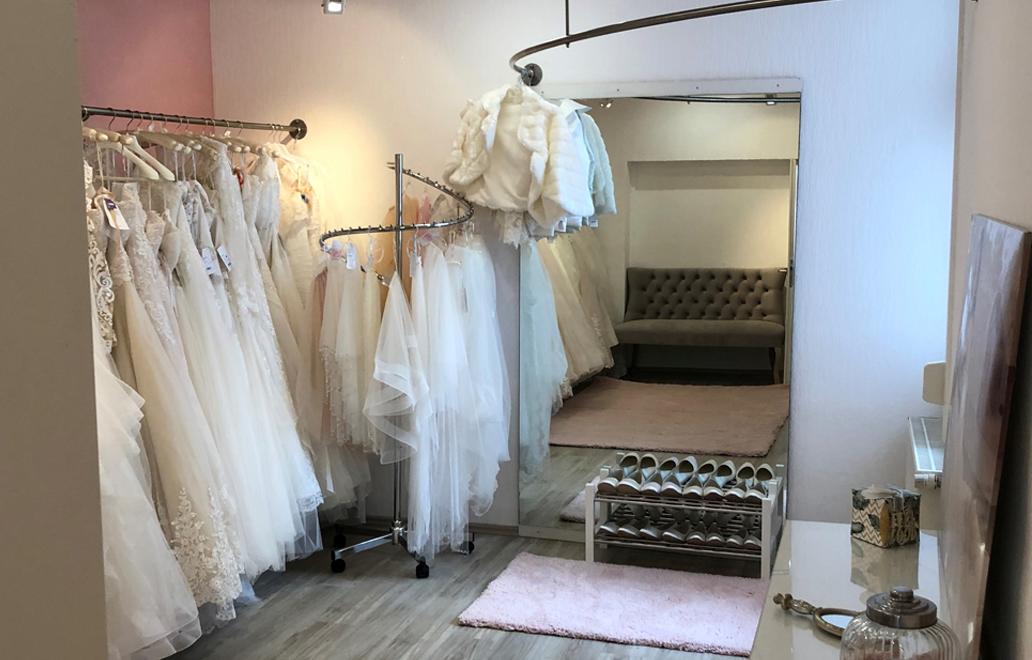 Große-Auswahl-an-Brautkleidern